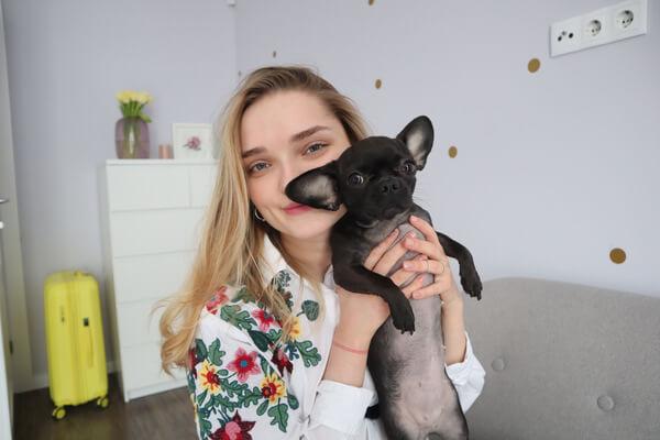 Канал початківця блогера YouTube : про тату, Німеччину та чарівну собачку
